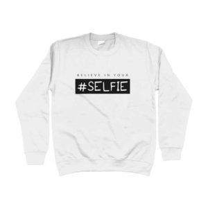 felpa-bianca-logo-selfie-in-offerta
