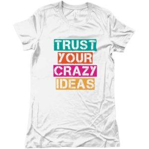 maglietta-bianca-logo-multicolore-idea-regalo