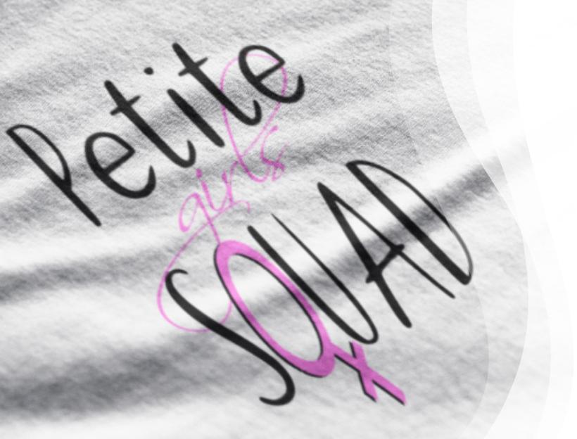 maglietta-petite-girls-squad-tshirt-bianca-collezione-influencer-donna-instagram-moda-shop-online